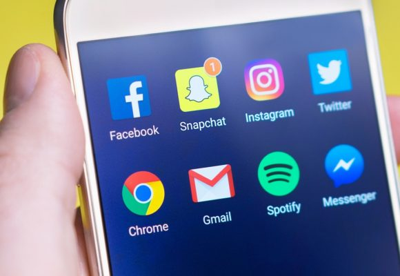 6 Effective Ways to Disconnect from Social Media Noise